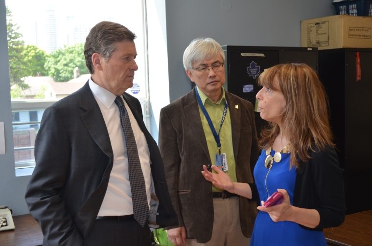 Mayor Tory joins Councillor Lee on a tour of Ward 41.
